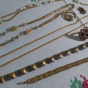 Jewelry - women's vintage jewelry lot
